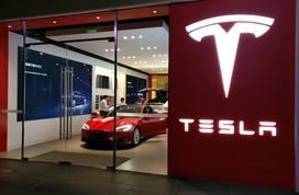 外媒:特斯拉股价飙升 成美国首家市值超千亿美元车企