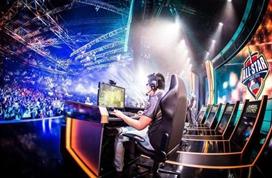 中国电竞战队在全球夺冠 相关市场规模超千亿元
