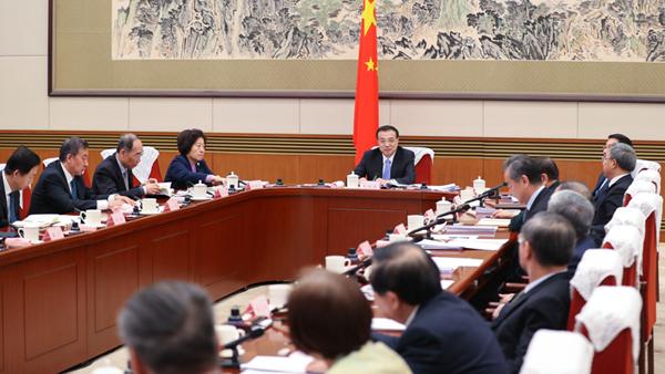 李克强:继续实施积极的财政政策和稳健的货币政策