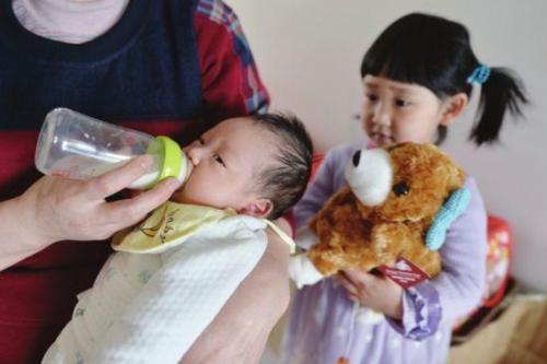 我国二孩出生数超过一孩,为何年轻人连一孩都不想生了?