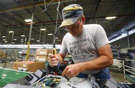【点石成金】美国蓝领工人短缺 制造业回归难上加难