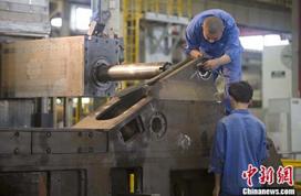 10月制造业PMI小幅回落 高耗能行业PMI落至临界点以下